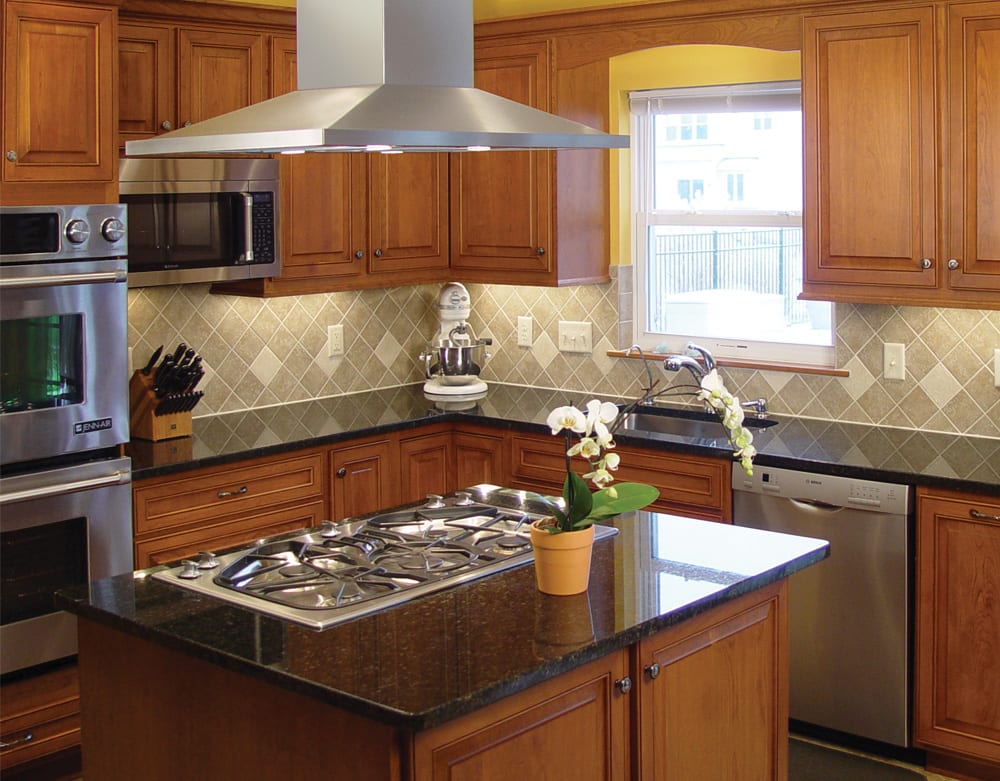 Traditional kitchen with cooktop, vent hood and built-in double wall ovens