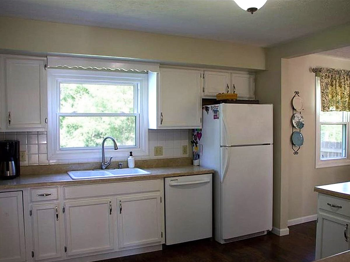 Traditional white and gray kitchen - before the transformation