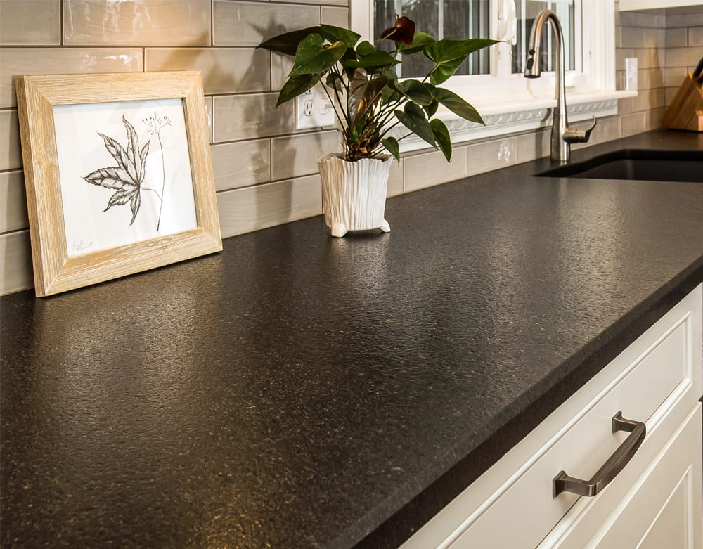 Kitchen with San Benedicto granite countertops